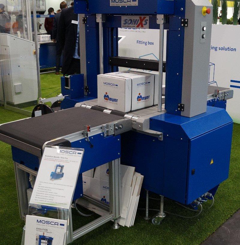 Verpackungsmaschine mit Gurtförderband von MOSCA