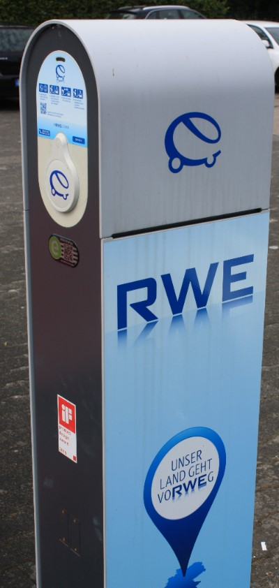 RWE Elektrotankstelle Zapfsäule Stromtankstelle